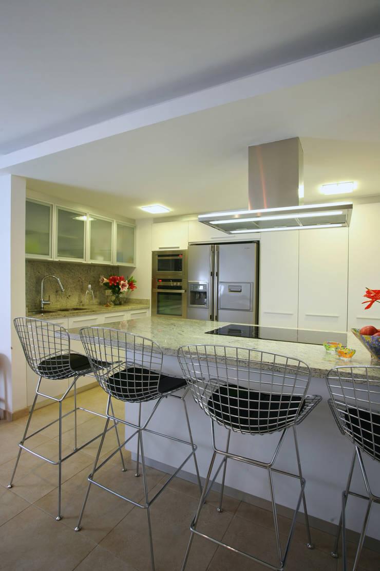 Apartamento 13A: Cocinas de estilo  por Objetos DAC