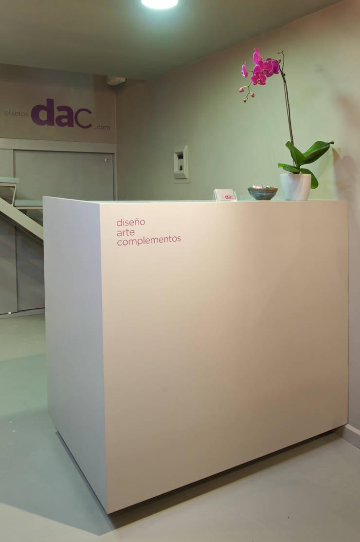 Objetos DAC: Espacios comerciales de estilo  por Objetos DAC