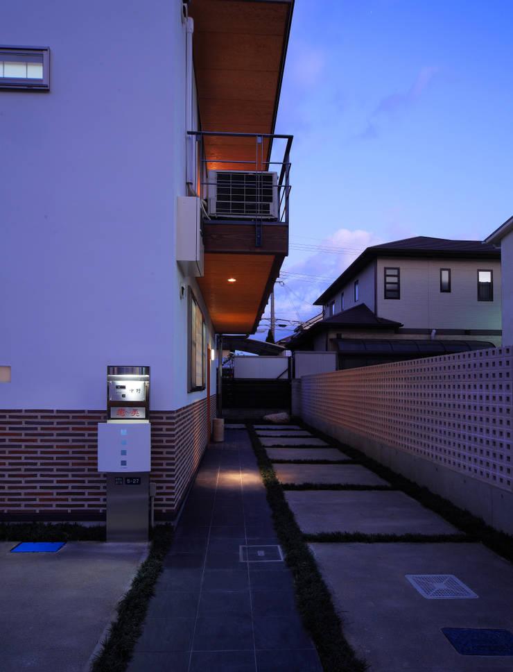 Maisons de style  par 上原一朗建築造形研究所,
