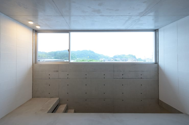 笑顔とsky-line: 風景のある家.LLCが手掛けた廊下 & 玄関です。
