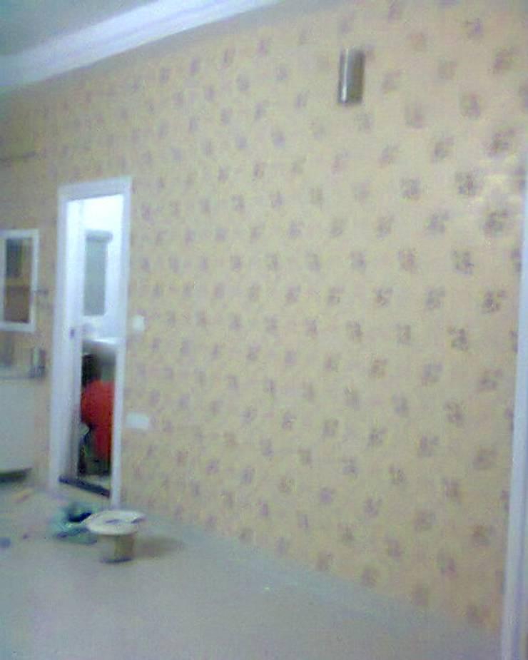 Wallpaper in Bedroom:  Corridor, hallway & stairs  by Eight Streaks Interiors