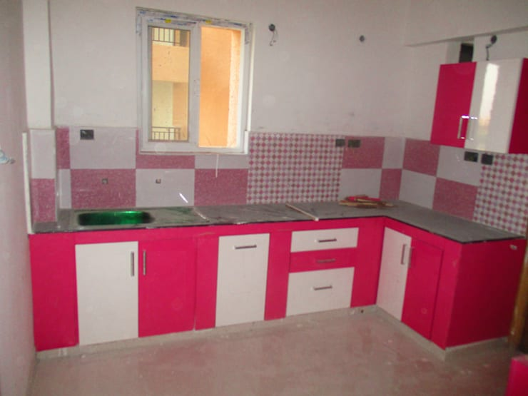 Pink and white Kitchen:  Kitchen by Eight Streaks Interiors