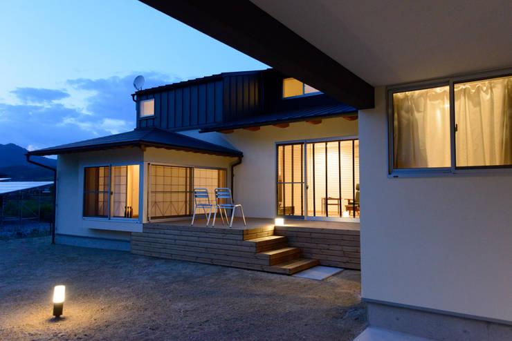 みかんと段々畑: 風景のある家.LLCが手掛けた家です。