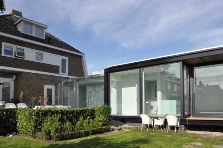Uitbreiding villa te Sneek:  Huizen door AV Architectuur
