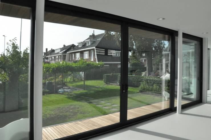 Uitbreiding villa te Sneek:  Ramen door AV Architectuur