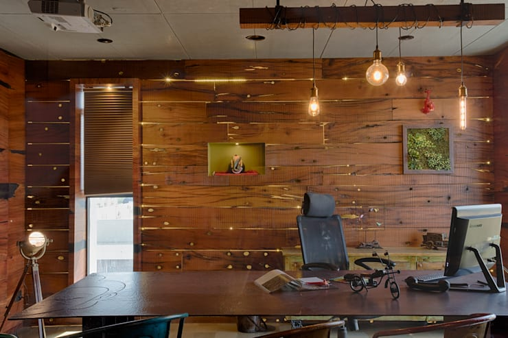 Main Chamber:  Study/office by RUST the design studio,Rustic Solid Wood Multicolored