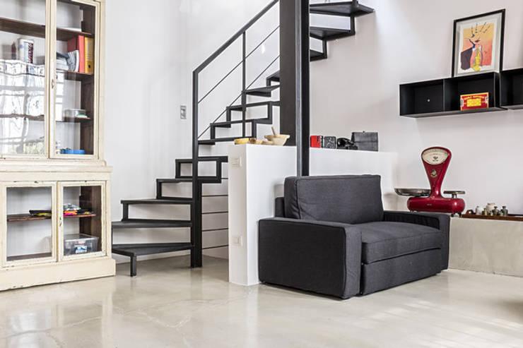 Salon de style  par studiodonizelli, Industriel Béton
