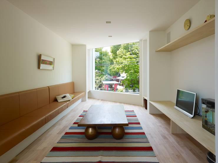 modern Living room by 藤原・室 建築設計事務所
