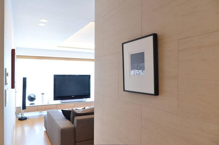 終の棲家: 風景のある家.LLCが手掛けた廊下 & 玄関です。