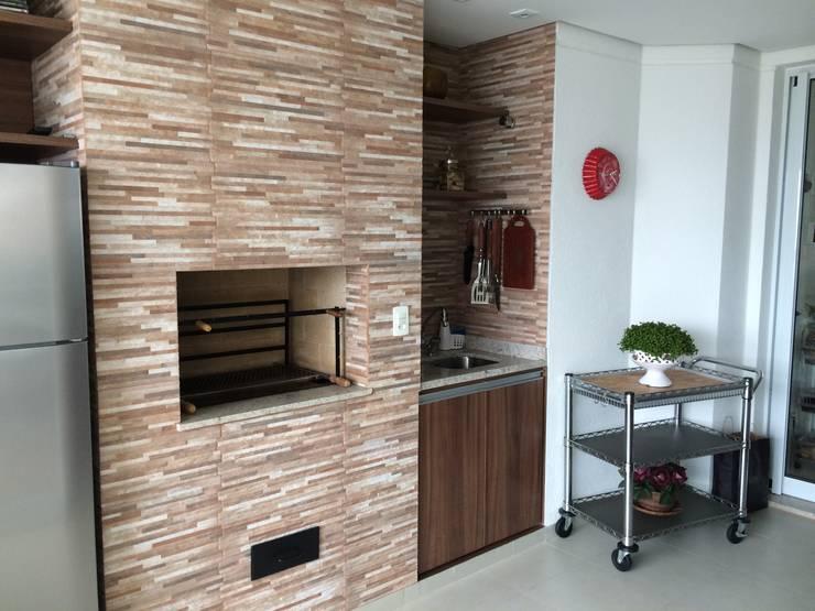 Terrazas de estilo  por Sandra Pompermayer Arquitetura e Interiores