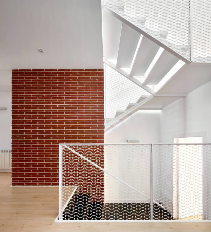 Corridor & hallway by Vallribera Arquitectes,