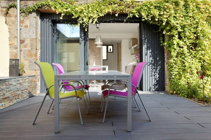 Terrasse extérieure: Terrasse de style  par O2 Concept Architecture
