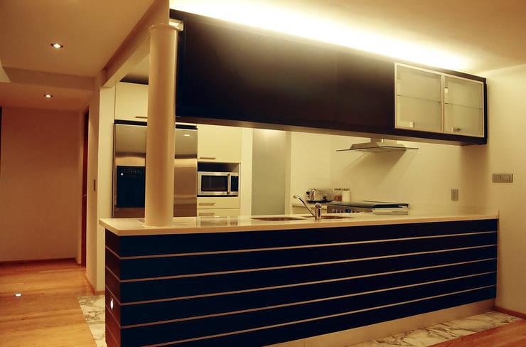 AH - RIMA Arquitectura: Cocinas de estilo  por RIMA Arquitectura