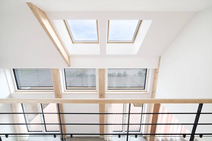 Ingresso & Corridoio in stile  di O2 Concept Architecture