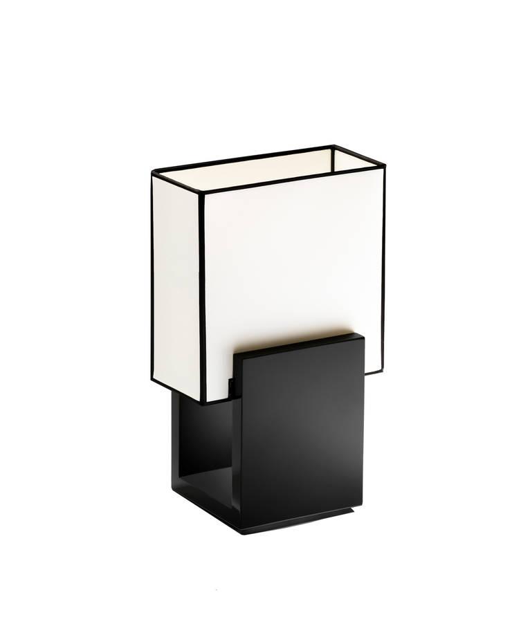 DIADEM lampe à poser laquée: Maison de style  par ZAOZAM
