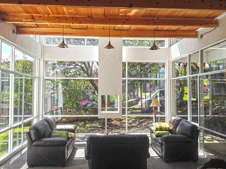 Salas / recibidores de estilo  por VOLEVA arquitectos