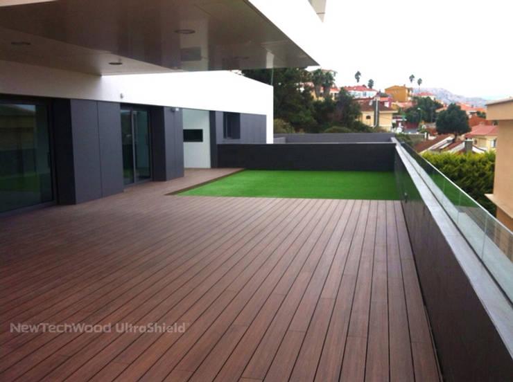 DECKS NEW TECHWOOD ULTRASHIELD : Paredes y pisos de estilo  por THE FLOORING COMPANY S.A,