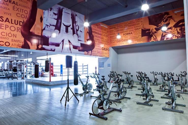 Sportium Santa Fe - RIMA Arquitectura: Gimnasios de estilo  por RIMA Arquitectura