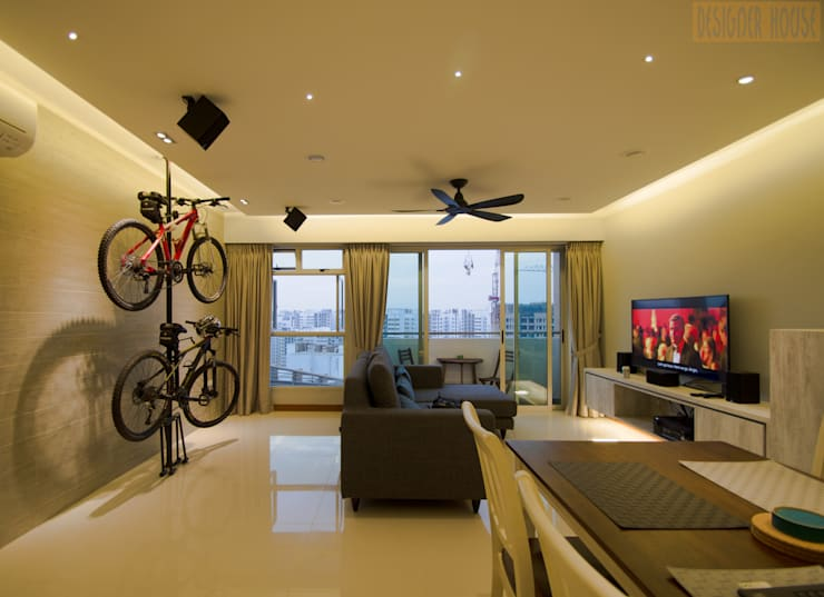 BTO @ Punggolin Hotel Style:  Living room by Designer House