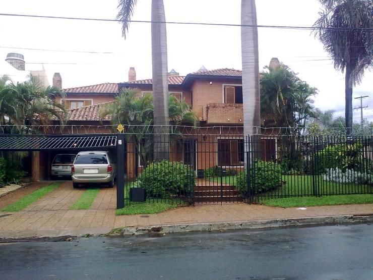 Imagen de fachada a remodelar: Casas de estilo  por Arq.Rubén Orlando Sosa