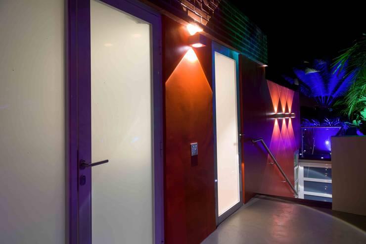 Terraza PH El Peñon: Pasillos y vestíbulos de estilo  por Objetos DAC