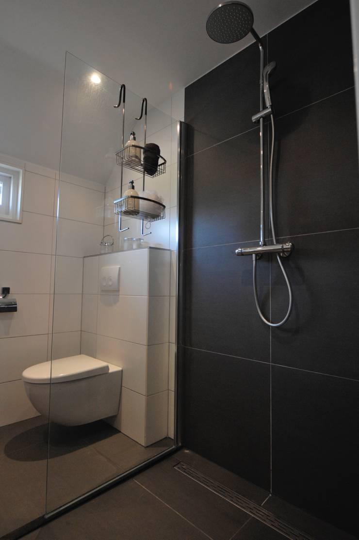inloopdouche Badkamer Heerhugowaard:  Badkamer door AGZ badkamers en sanitair