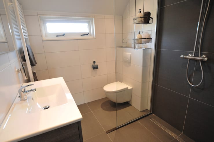 complete badkamer verlichting:  Badkamer door AGZ badkamers en sanitair