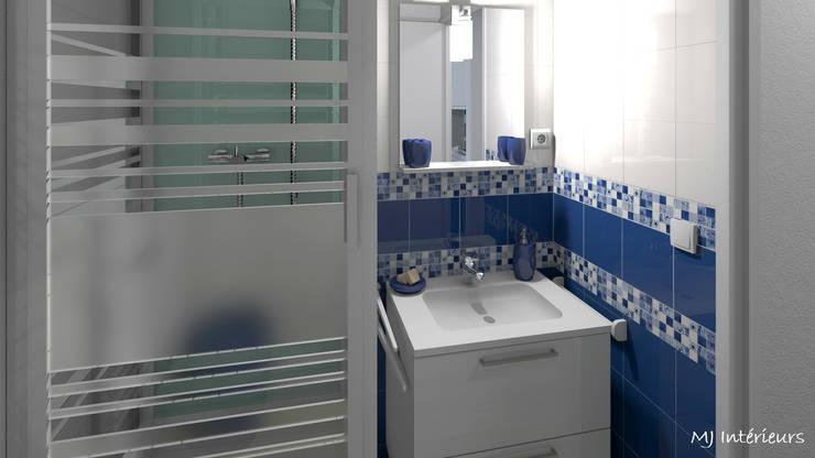 Salle d'eau: Salle de bains de style  par MJ Intérieurs