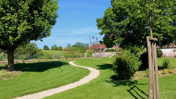 Chemin et gazon Jardin rural par Constans Paysage Rural