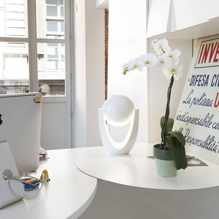 Livings de estilo minimalista por Alessandra Scarfò Design