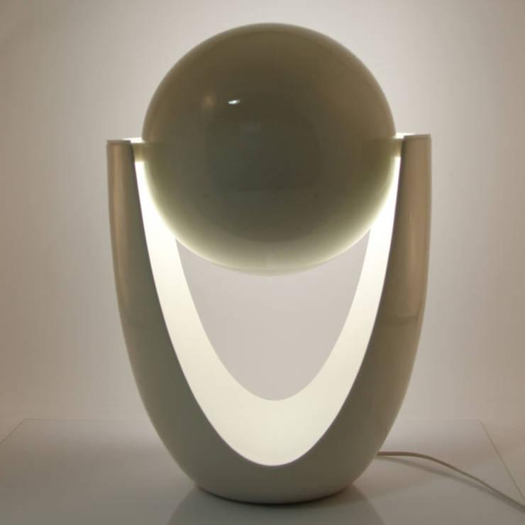 Lampada Pantarei: Soggiorno in stile  di Alessandra Scarfò Design