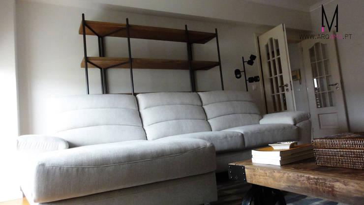 Casa Amélia Rey: Salas de estar  por ARQAMA - Arquitetura e Design Lda