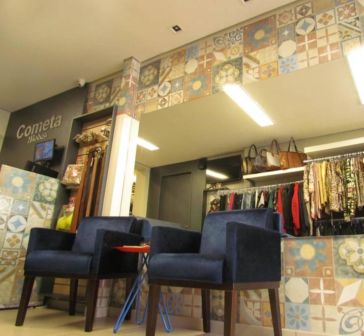 Loja Cometa Modas: Escritório e loja  por Veridiana Negri Arquitetura