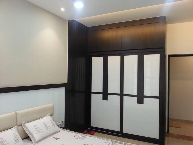 wardrobes:  Bedroom by NCA  naresh chandwani & associates,Modern Glass