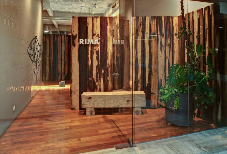 RIMA Oficinas - RIMA Arquitectura: Comedores de estilo  por RIMA Arquitectura