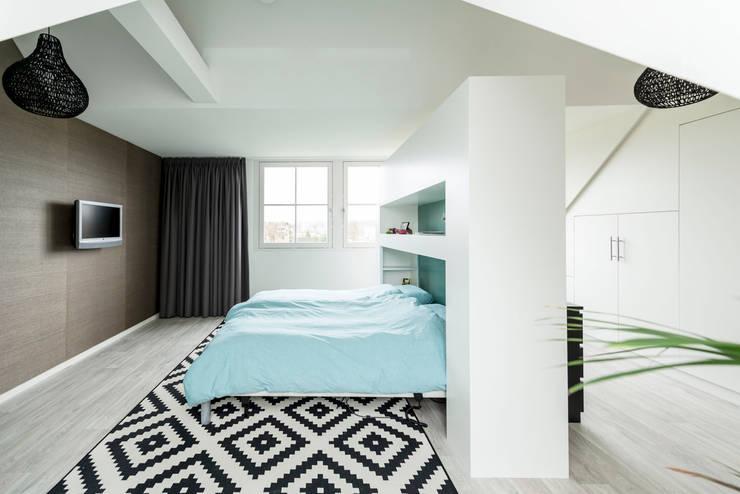Mooie woning in Denbosch:  Slaapkamer door Bas Suurmond Fotografie