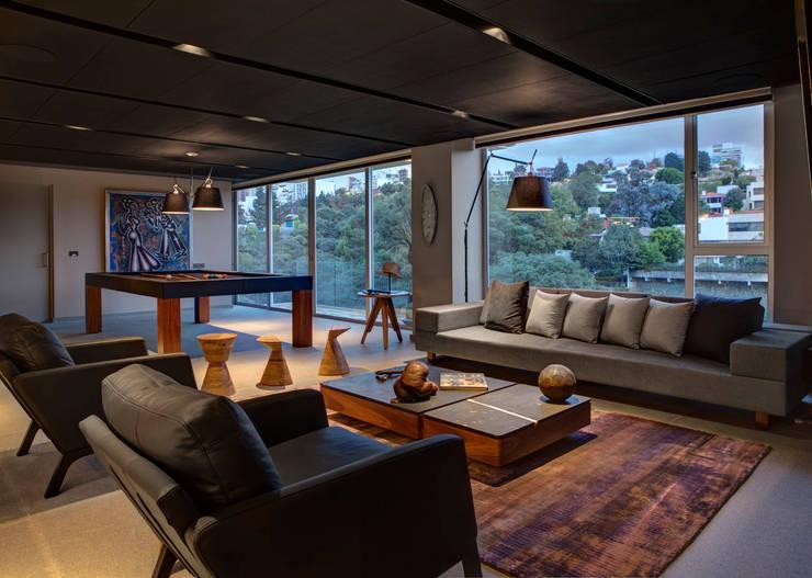 Salas de entretenimiento de estilo  por RIMA Arquitectura