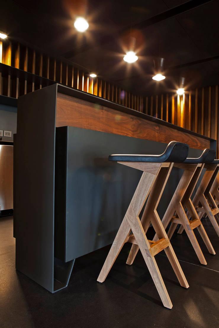 Wine cellar by RIMA Arquitectura, Modern Wood Wood effect