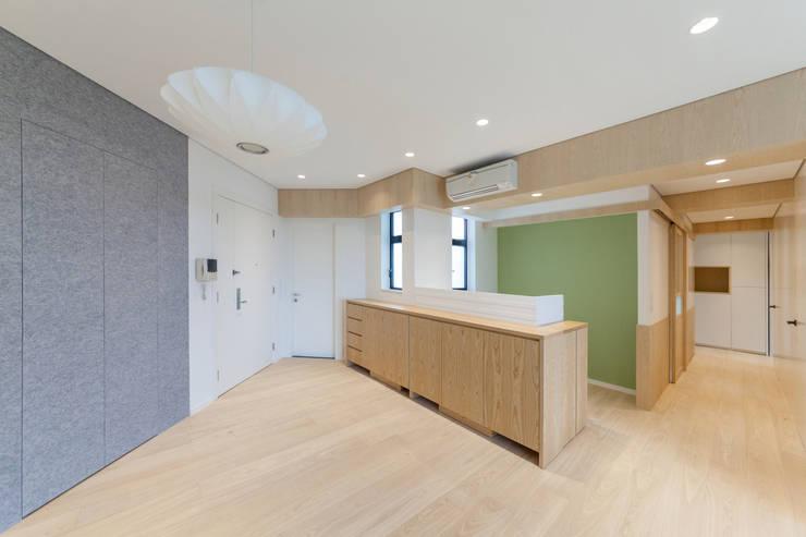 open study area:  Study/office by arctitudesign