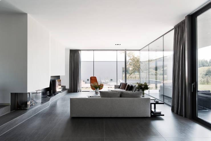 Villa RV:   door Dreessen Willemse Architecten