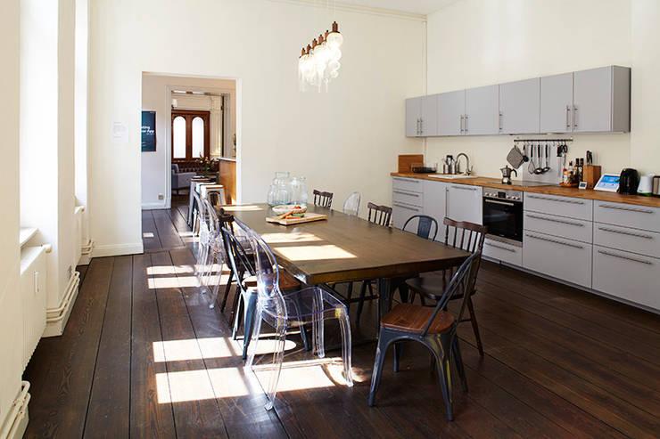 dga – Berlin'de bir Ofis Tasarımı:  tarz Mutfak, Akdeniz