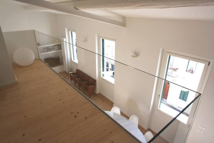 minimalistische Studeerkamer/kantoor door Filippo Rak Architetto