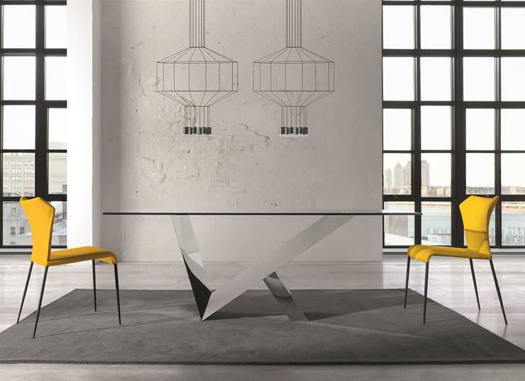http://intense-mobiliario.com/pt/mesas-vidro-fibra/9559-mesa-lara-.html : Sala de jantar  por Intense mobiliário e interiores;