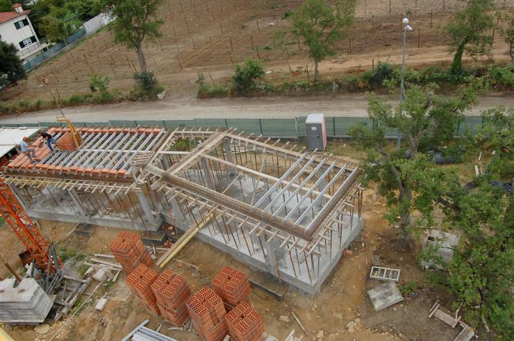 Acompanhamento de obra. P3 / COLABORADORES:   por Aurora Fernandes e Helena Alves - Arquitectas Associadas Lda.