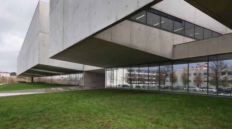 I3S – Instituto de Inovação e Investigação em Saúde:   por Serôdio, Furtado & Associados, Arquitectos Lda.