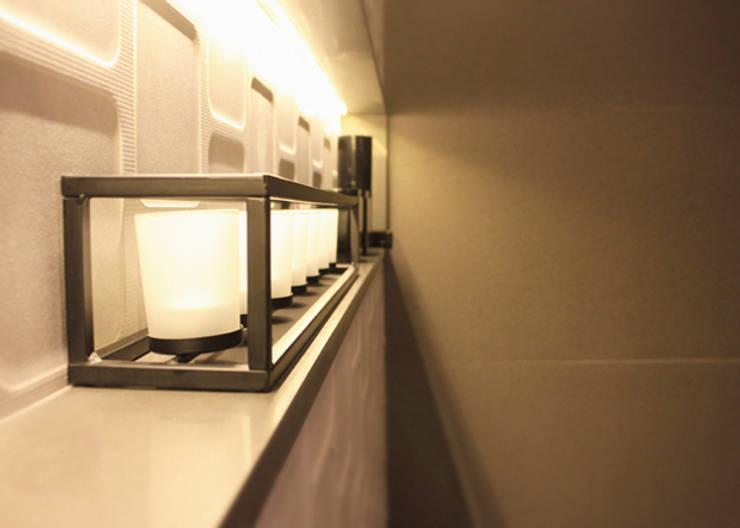 Bathroom by Quintella Arquitetura e Interiores