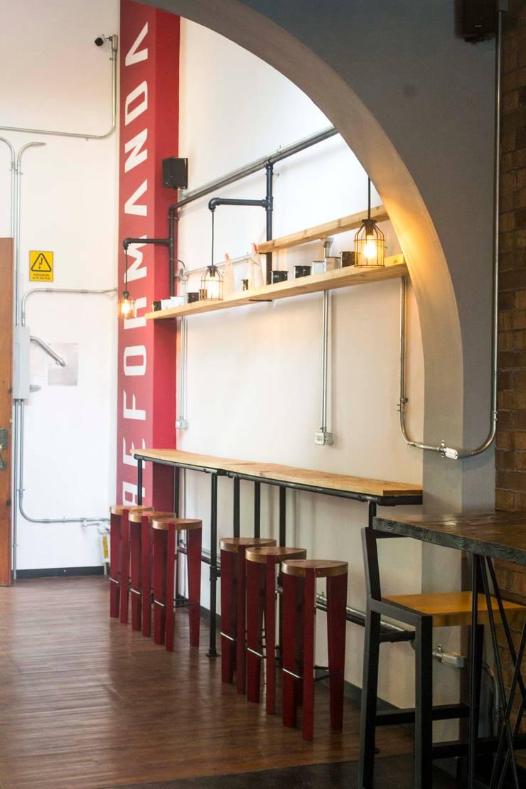 Reformanda - Barra de café: Restaurantes de estilo  por Taller La Semilla