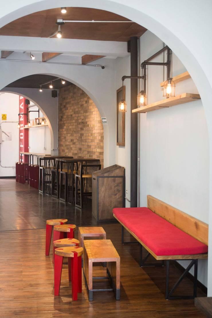 Reformanda - Barra de café: Espacios comerciales de estilo  por Taller La Semilla