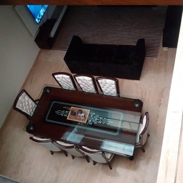 Residence For Mr Akshdeep S:  Dining room by H.S.SEHGAL & ASSOCIATES