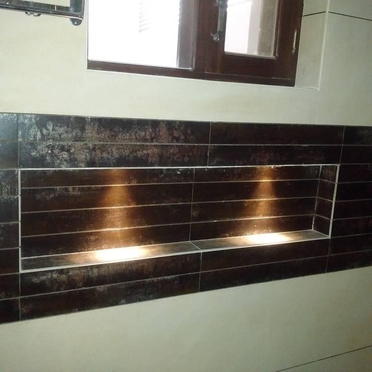 Residence For Mr Akshdeep S:  Walls by H.S.SEHGAL & ASSOCIATES